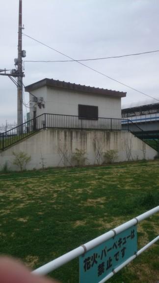 多摩川の謎建物